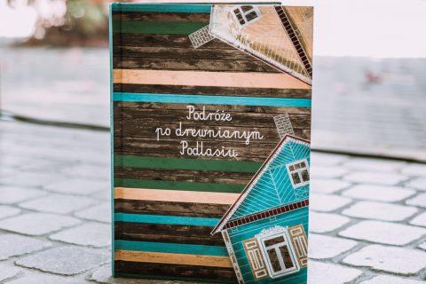 """Książka """"Podróże po drewnianym Podlasiu"""""""