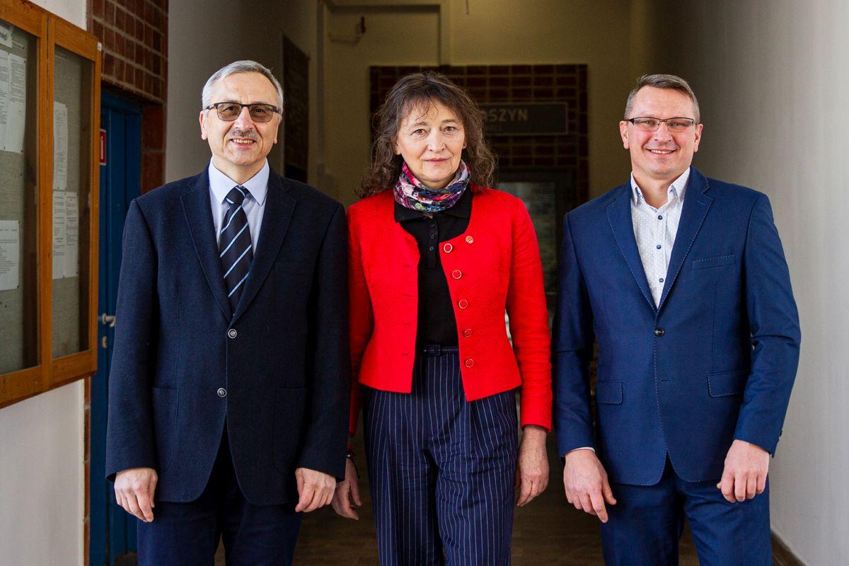 Od lewej: prof. dr hab. med. Robert Latosiewicz, dr. n. med. inż. Jolanta Grażyna Zuzda, dr inż. Piotr Borkowski, fot. Gabriela Kościuk